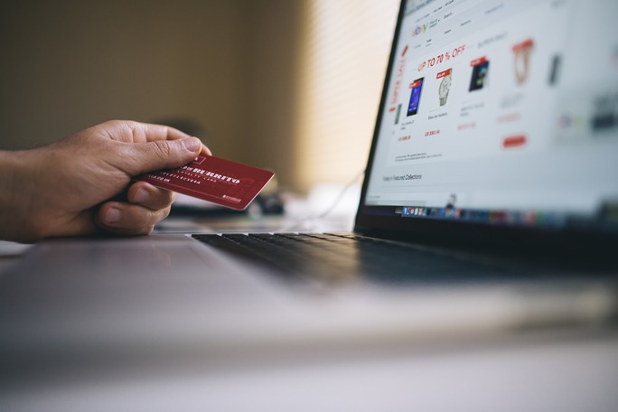 Differences Between Debit Cards and Credit Cards